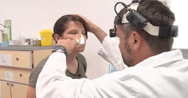 Prof dr Trivić Aleksandar operiše devijaciju nosa
